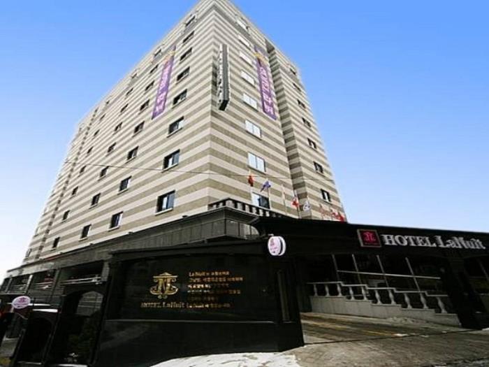 新村拉不眠之夜酒店的圖片1