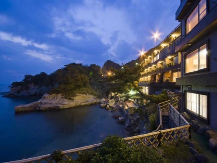海邊的隱藏湯清流旅館的圖片1